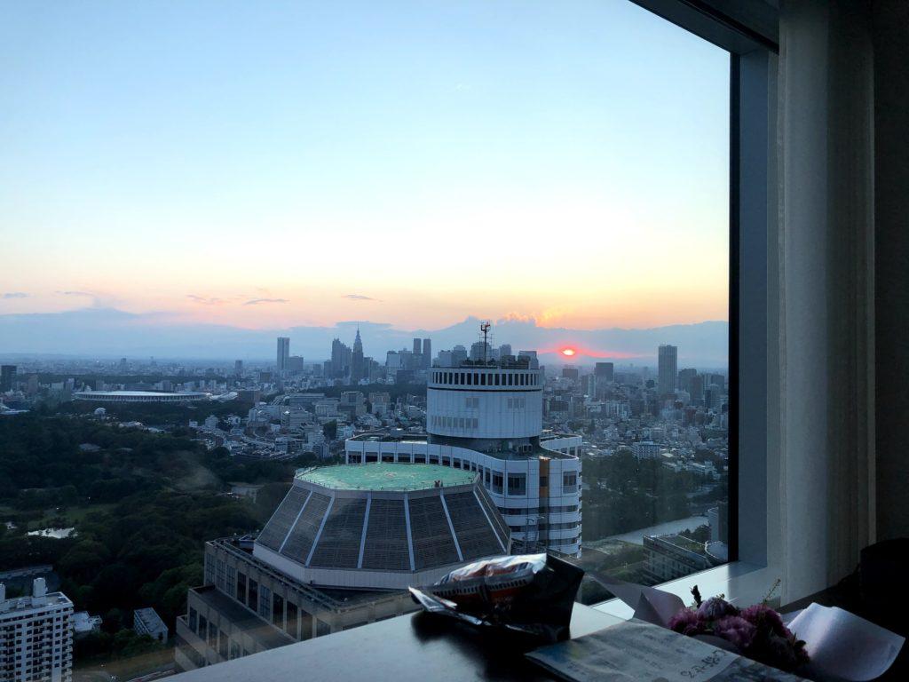 右側に新宿や渋谷