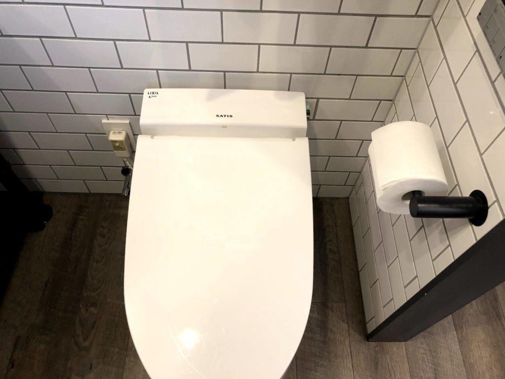 洗面台にはトイレもある