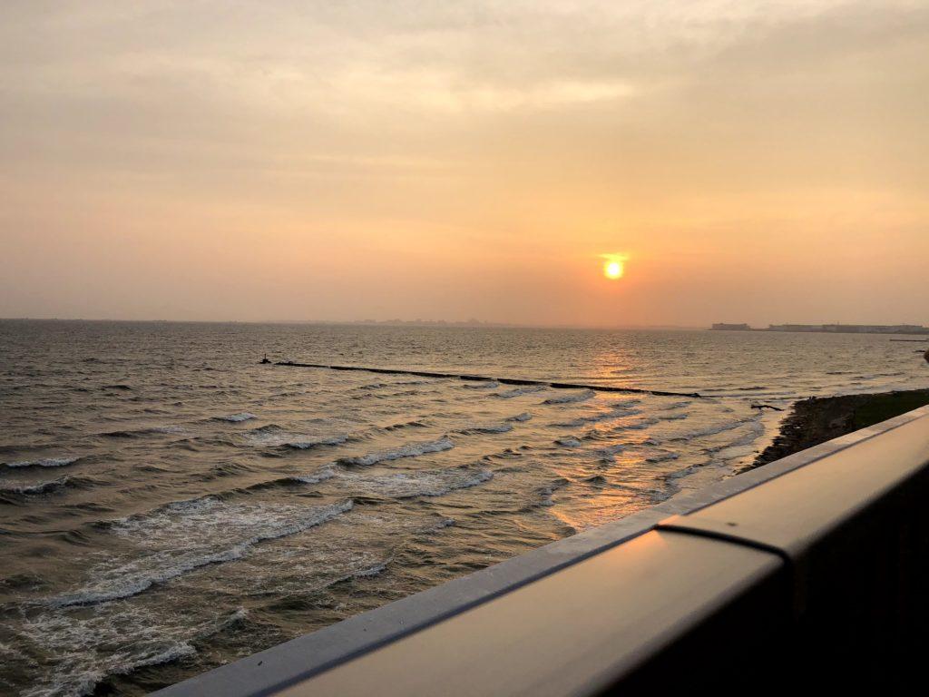 海浜幕張 湯楽の里の展望台は東京湾と夕日を一望