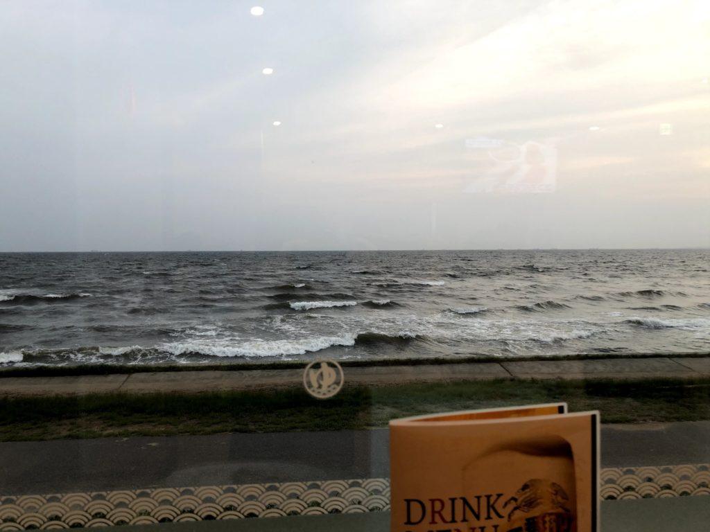 海浜幕張 湯楽の里のレストランは東京湾が一望できる