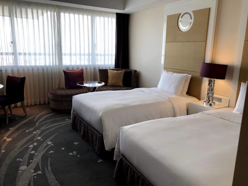 東京マリオットホテルの客室は紫とベージュで統一