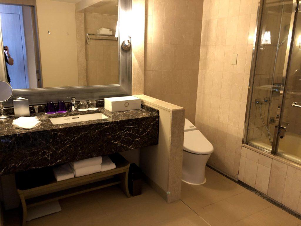 東京マリオットホテルのバスルームとトイレ