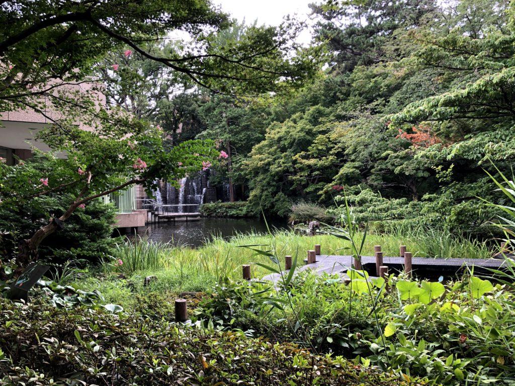東京マリオットホテルの庭園の中