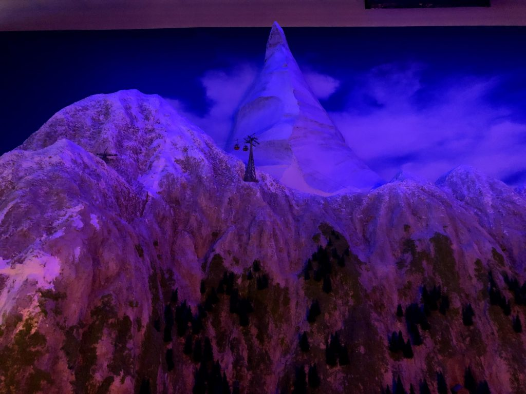 北欧エリアには高くそびえる雪山がある