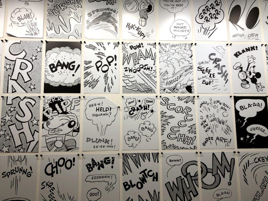 壁一面にマンガの吹き出しみたいなアート