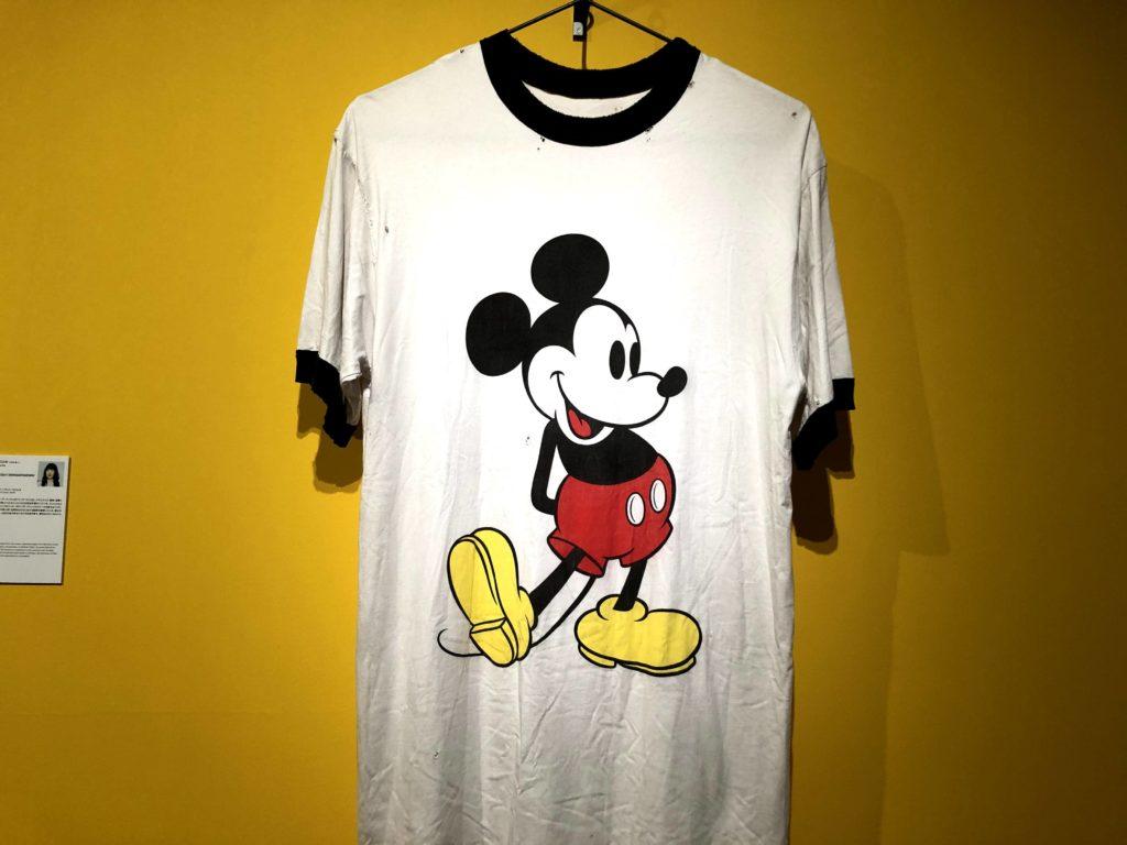 ミッキーの書かれた巨大Tシャツ