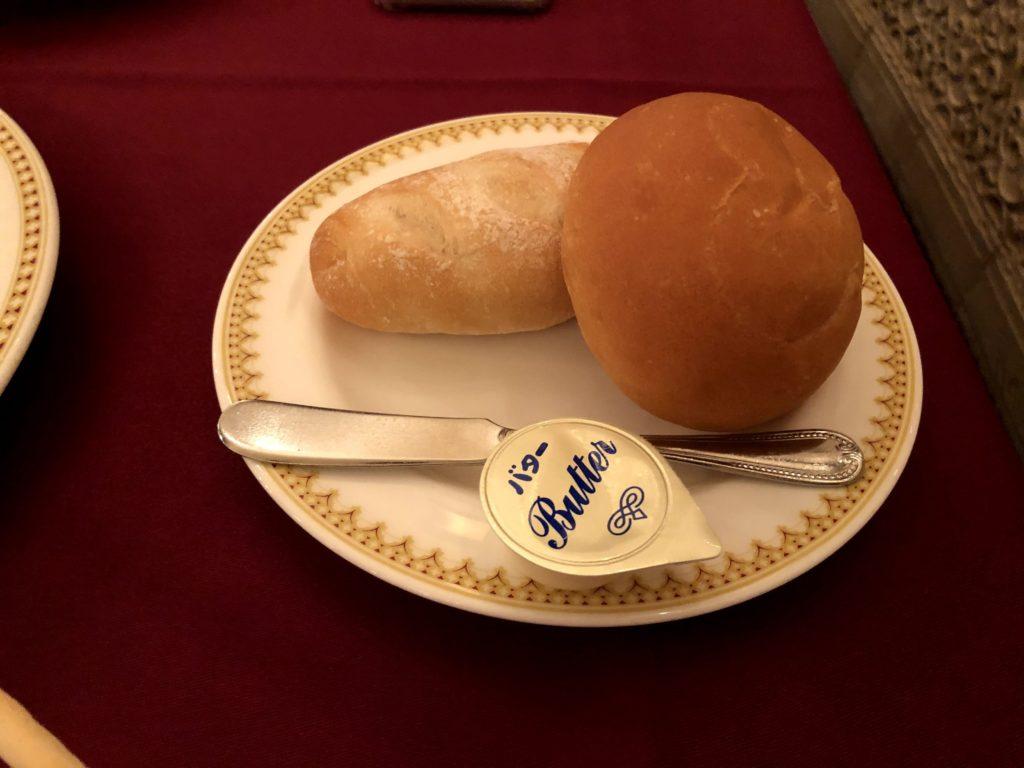 お代わり自由のパンがある