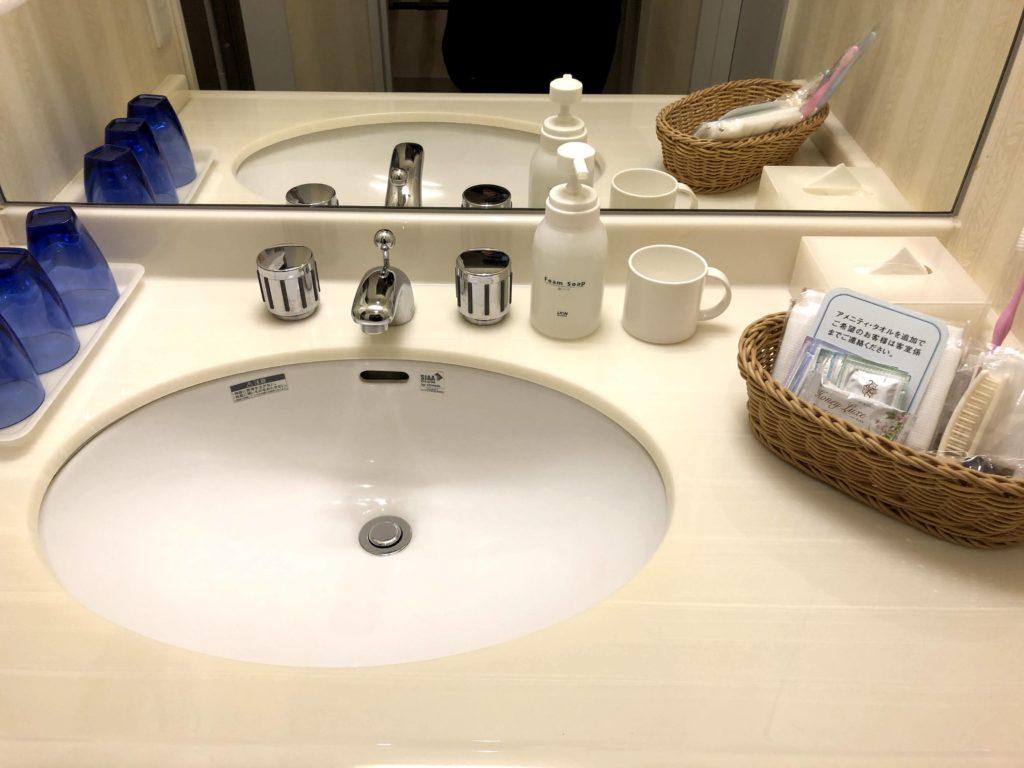 洗面所は清潔感があって広い