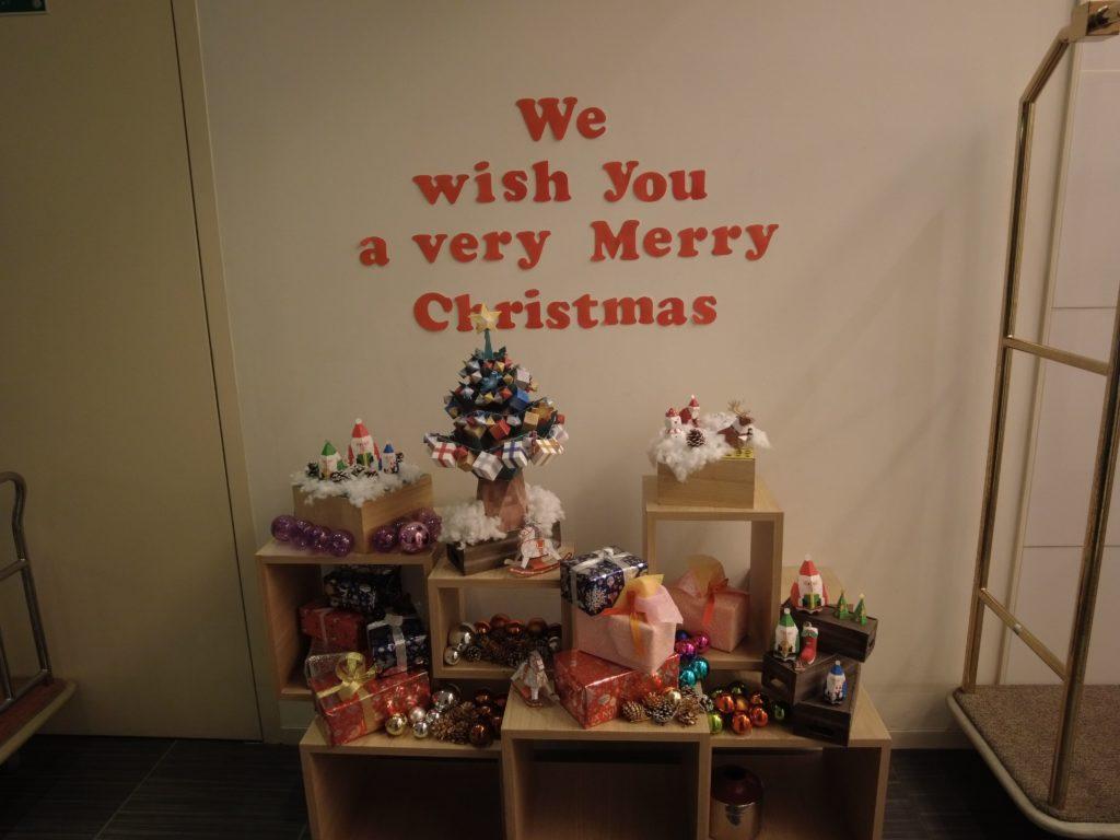 ロビーにはクリスマスの飾りもある