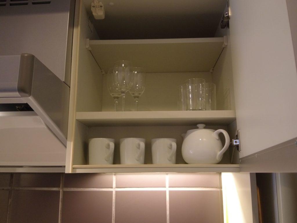 グラスや食器もたくさんある