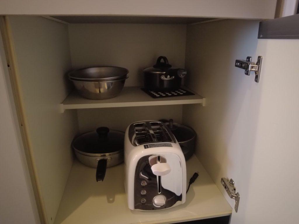 トースターや鍋も収納されてる