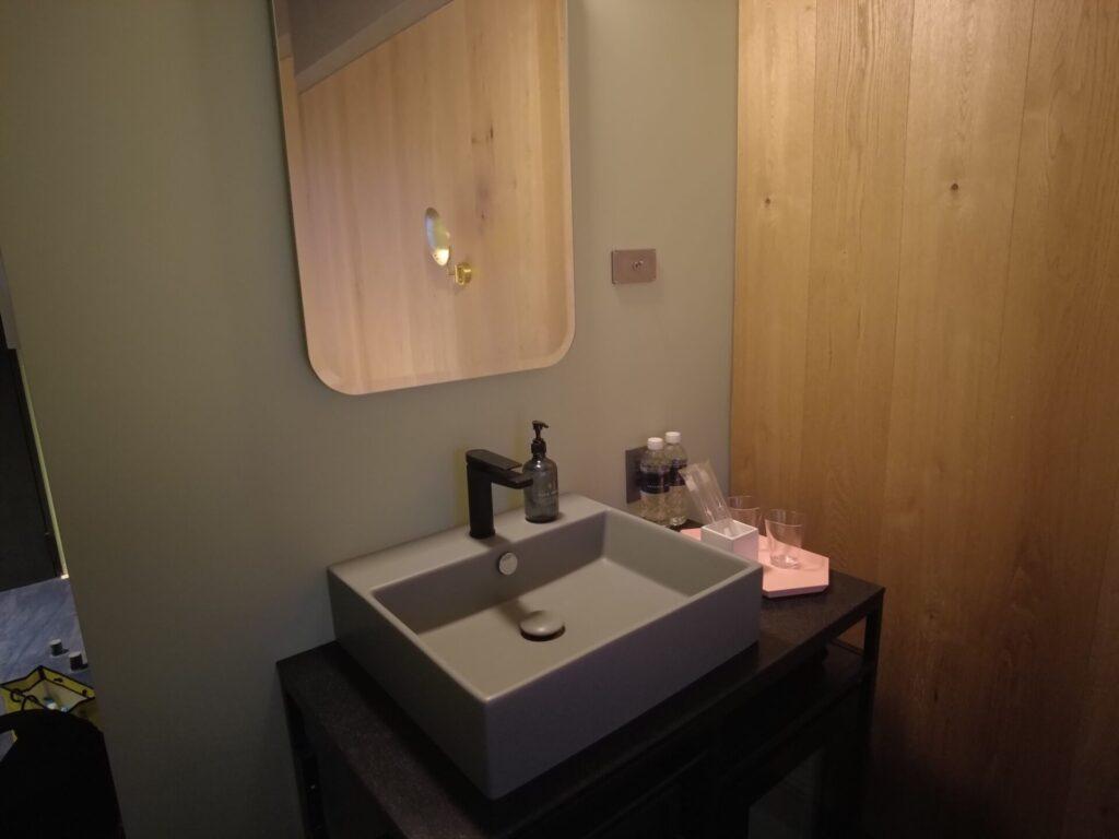 小さな洗面台もある